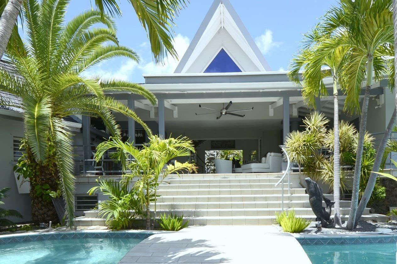 L'entrée de la résidence Adam & Eve depuis le jardin tropical