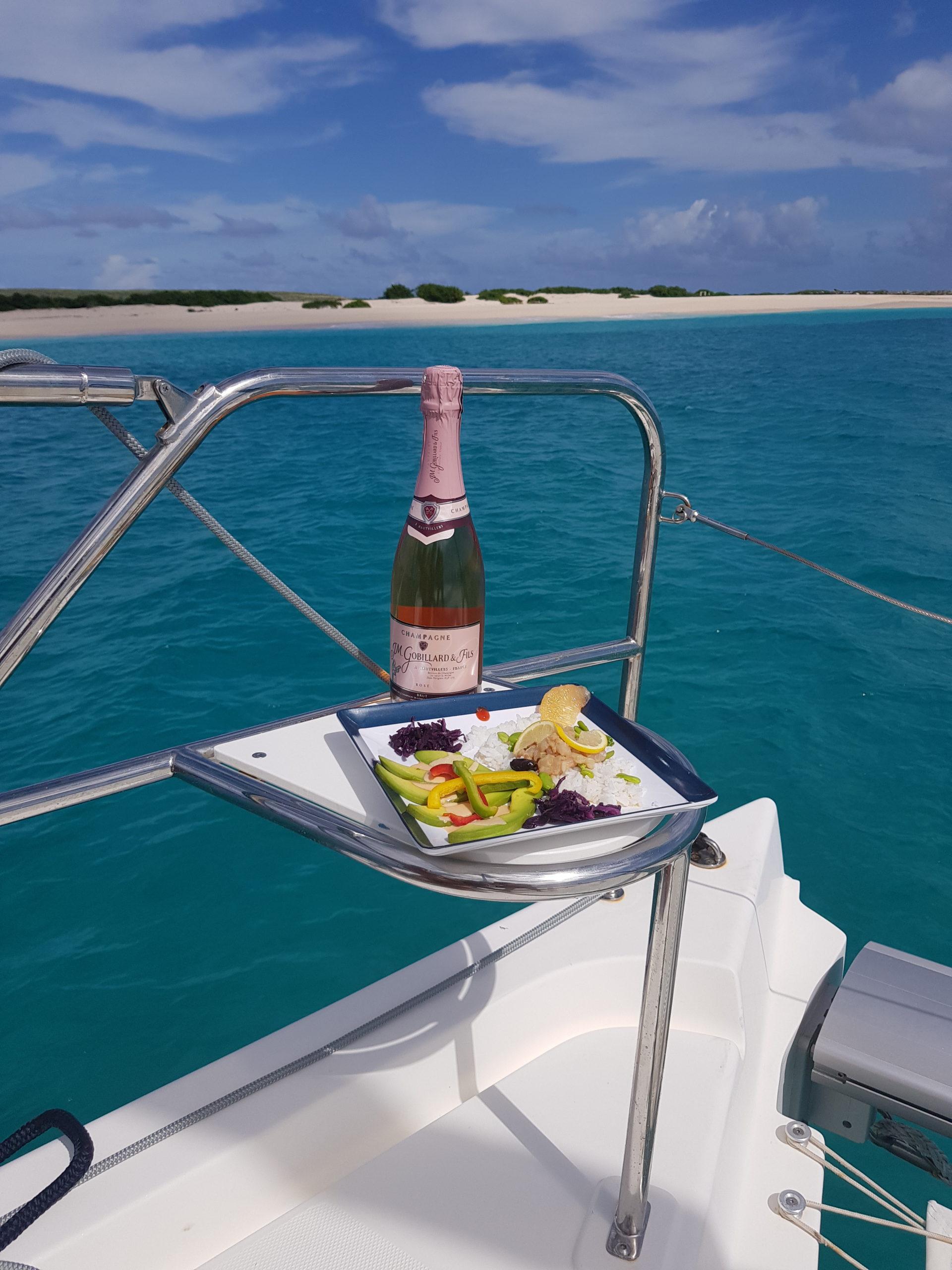 apéritif en extérieur catamaran the good life