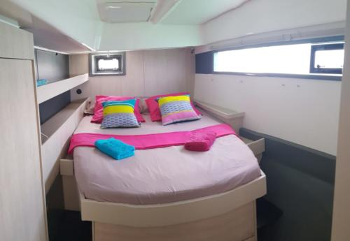 chambre intérieur catamaran the good life croisiere